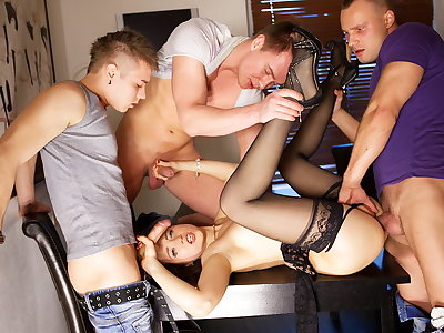 Gang-bang porno act for slender Taissia-Shanti